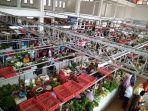 keramaian-penjual-dan-pembeli-di-pasar-manis-purwokerto-selasa-1512019.jpg