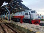 kereta-api-purwojaya-yang-berada-di-stasiun-daop-5-purwokerto.jpg