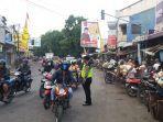 kesemrawutan-parkir-di-pertigaan-pasar-banjaran-kecamatan-adiwerna-kabupaten-tegal.jpg
