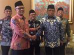 ketua-pbnu-dan-ketua-umum-pp-muhammadiyah-usai-bertemu-presiden-jokowi_20161102_092455.jpg