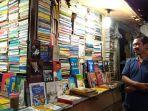 kioa-buku-bekas-abu-jundi-di-pasar-sore-alun-alun-kota-tegal_20180319_221449.jpg