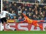 kiper-chelsea-kepa-arrizabalaga-memblok-penalti-pemain-valencia.jpg