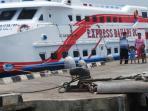 km-express-bahari-di-dermaga-pantai-kartini_20150619_190851.jpg