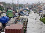 kondisi-banjir-di-jalan-raya-kaligawe-semarang-demak-kembali-terendam-air-rob.jpg