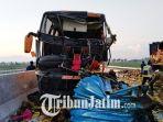 kondisi-bus-pariwisata-po-subur-jaya-dan-truk-tronton-usai-tabrakan-di-jalan-tol-ngawi-kertosono_20180405_153914.jpg
