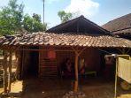 kondisi-kediaman-pasutri-henu-sudarmo-dan-suparmi-di-kecamatan-mojogedang-kabupaten-karanganyar.jpg