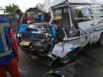kondisi-minibus-l300-dari-sibolga-yang-ringsek-akibat-menabrak-dump-truk-di-tol-belmera.jpg
