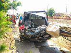 kondisi-mobil-bak-terbuka-yang-terlibat-kecelakan-dengan-kereta-joglosemarkerto.jpg