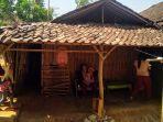 kondisi-rumah-milik-keluarga-desa-pojok-rt-12-kecamatan-mojogedang-kabupaten-karanganyar.jpg