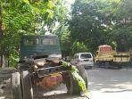 kondisi-terkini-muatan-truk-yang-terguling-di-jalan-ronggowarsito-kota-semarang.jpg