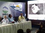 konferensi-pers-kepala-bmkg-dwikorita-karnawati-di-kantor-bmkg-jakarta-senin-24122018.jpg