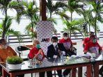 konferensi-pers-pt-tiki-jalur-nugraha-ekakurir-jne-di-jetski-cafe-penjaringan-jakarta.jpg