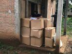 kppbc-kudus-menggerebek-sebuah-rumah-tempat-menyimpan-rokok-ilegal_20180114_122906.jpg
