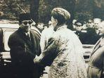 kunjungan-presiden-soekarno-ke-masjid-biru-1959.jpg