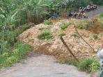 longsor-memutus-akses-jalan-kabupaten-di-dusun-pramen-desa-bantar-banjarnegara.jpg