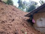 longsor-tebing-timpa-rumah-warga-di-desa-bantarmangu-cilacap_20171221_175217.jpg