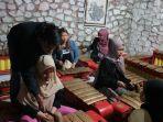 mahasiswa-asing-belajar-gamelan-di-purwokerto.jpg