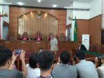 majelis-hakim-memutuskan-untuk-membekukan-organsisasi-jamaah-ansharut-daulah_20180731_111138.jpg