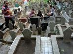 makam_tradisi-nyadran-di-jateng-jelang-ramadan.jpg