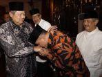 mantan-panglima-tni-gatot-nurmantyo-mencium-tangan-presiden-susilo-bambang-yudhoyono-atau-sby.jpg
