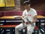 mantan-pesepakbola-liga-profesional-indonesia-mohamad-irfan-book-lovers_20170730_115123.jpg