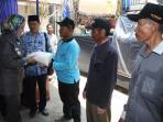 masitha-bagikan-beras-kepada-nelayan-tegal_20151029_145204.jpg