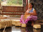 mbah-ngadisah-bikin-kerajinan-besek-bambu.jpg