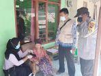 mbah-tarmi-lansia-berusia-102-tahun-di-kota-tegal-mendapatkan-vaksinasi-covid-19.jpg