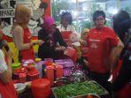 meriah-puluhan-wanita-ikuti-cooking-class-di-hotel-ibis-simpanglima-semarang_20170421_221720.jpg