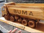 miniatur-truk-volvo-yang-terbuat-dari-kayu-dan-dibuat-persis-dengan-aslinya.jpg