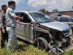 mobil-avanza-yang-terlibat-kecelakaan-di-kabupaten-garut.jpg