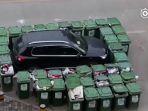 mobil-dipagari-tong-sampah_20161220_133138.jpg