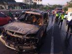 mobil-hangus-terbakar-di-tanjakan-kaliwiru-semarang_20180921_184135.jpg