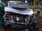 mobil-innova-bernomor-polisi-b-1193-biu-kecelakaan-jalur-tol-pemalang-batang.jpg