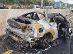 mobil-wakil-jaksa-agung-arminsyah-seusai-kecelakaan-tunggal-dan-terbakar-di-tol-jagorawi.jpg