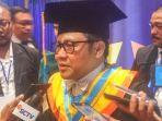 muhaimin-iskandar-terima-gelar-doktor-honoris-causa-dari-unair-surabaya_20171003_192506.jpg