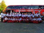 murid-murid-sdn-kembangarum-3-semarang-berfoto-bersama-dengan-latar-belakang-bus_20180725_155304.jpg