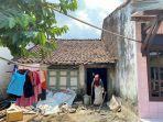 nenek-murah-76-saat-ditemui-di-kediamannya-yang-beralamat-di-desa-jatilaba.jpg