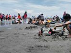 pantai-ngebum-kendal-dipadati-pengunjung-saat-libur-tahun-baru_20180101_173508.jpg