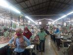 para-pekerja-pabrik-pt-sandang-asia-maju-abadi-berhenti-melakukan-pekerjaan.jpg