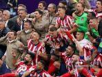 para-pemain-atletico-madrid-merayakan-kemenangan-setelah-memenangkan-pertandingan.jpg