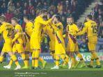 para-pemain-barcelona-merayakan-gol-yang-dicetak-oleh-lionel-messi.jpg