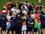para-pemain-berkumpul-di-sekitar-pelatih-swiss-vladimir-petkovic.jpg