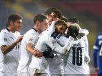 para-pemain-italia-merayakan-gol-domenico-berardi.jpg