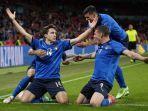 para-pemain-italia-merayakan-gol-federico-chiesa-14.jpg