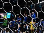 para-pemain-italia-merayakan-kemenangan-mereka.jpg