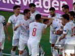 para-pemain-spanyol-merayakan-gol-keempat-timnya.jpg