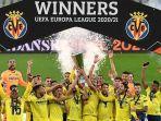 para-pemain-villarreal-merayakan-trofi-juara-liga-europa.jpg