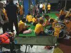 para-penumpang-selamat-dievakuasi-di-pelabuhan-ketapang-banyuwangi.jpg