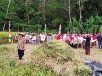 para-petani-di-desa-mandiracan-kecamatan-kebasen-ka1782020.jpg